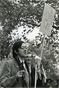 Ray Mungo speaks at antiwar rally, Boston University