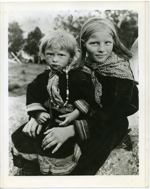 Two Lapp children (Norway), linking to the digital object