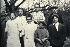 Family from Wendell, unidentified (close up)