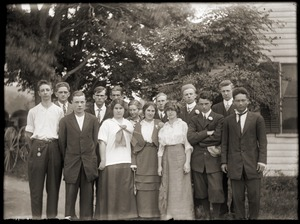 Group of young men and women, in front of unidentified house (Greenwich, Mass.)