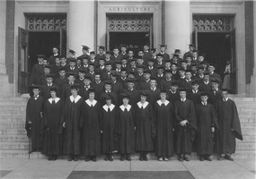 First page of Class of 1923 on steps of Stockbridge Hall