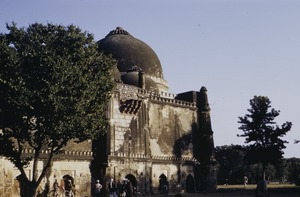 Thumbnail of Bara Gumbad, a tomb at Lodi Gardens