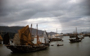 Thumbnail of Junks, boats and skiffs in Macau harbor