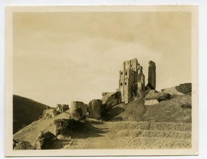Thumbnail of Corfe Castle tower remnants