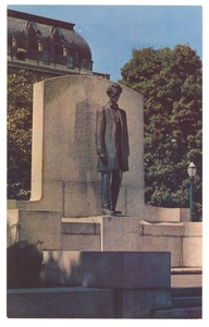 Thumbnail of Postcard of Lincoln statue