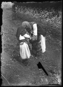 Thumbnail of Traditional medicine Watering dead ground: washing dishes in which the drug was prepared