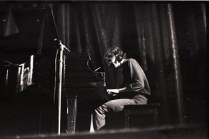 Thumbnail of Livingston Taylor in concert: Taylor at the piano