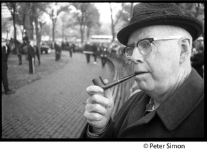 Thumbnail of Older man smoking a pipe at George Wallace rally on Boston Common