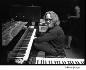 Thumbnail of Keith Godchaux (Grateful Dead) at the keyboards, in performance