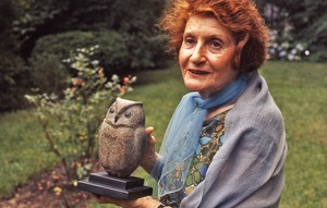 Thumbnail of Grete Schuller with her sculpture of an owl