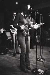Thumbnail of Linda Ronstadt at Paul's Mall: Ronstadt performing with Gib Guilbeau on guitar, possibly John Beland in back