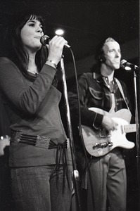 Thumbnail of Linda Ronstadt at Paul's Mall: Ronstadt performing with Gib Guilbeau