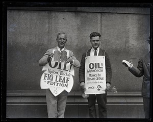 Thumbnail of Upton Sinclair and supporter (possibly his son David)M protesting at censorship hearings for his novel Oil!,          wearing sandwich boards reading 'Oil!... fig leaf edition' and '...banned by Boston censor'