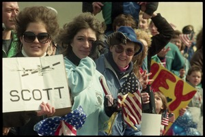 Thumbnail of Crowd greeting the USS Roberts returning from Persian Gulf War duty