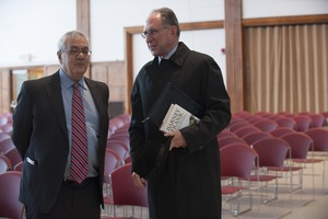 Thumbnail of Congressman Barney Frank meeting Chancellor Robert Hollub (l. to r.), Student Union ballroom, UMass Amherst