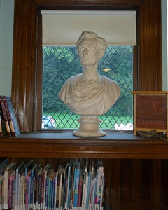 Thumbnail of Griswold Memorial Library: bust of Abraham Lincoln