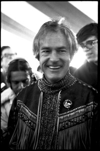 Thumbnail of Timothy Leary surrounded by press and supporters
