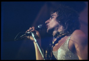 Thumbnail of Rod Stewart in tartan scarf, performing with Faces, probably at the Reading             Festival