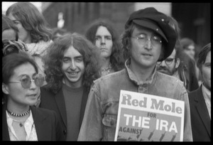 Thumbnail of John Lennon holding up a copy of Red Mole (Marxist underground newspaper) and             Yoko Ono at a demonstration against the prosecution of Oz Magazine editors on charges of             obscenity
