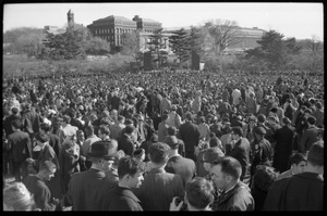 Thumbnail of Large crowd of antiwar protesters near the Washington Monument: Washington Vietnam March for Peace