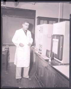 Thumbnail of Unidentified man in lab