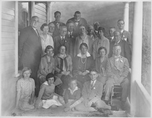 Thumbnail of Class of 1908 alumni at a reunion