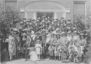 Thumbnail of Class of 1913 at possible 10th reunion