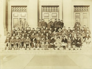 Thumbnail of Class of 1928 during their freshman or sophomore year