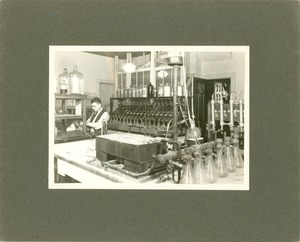 Thumbnail of West Experiment Station Room 16 (laboratory), Massachusetts Agricultural College