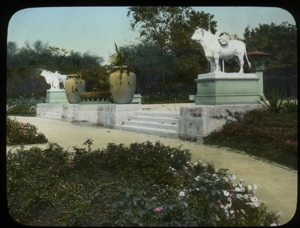 Entrance to Humbolt Park Rose Garden, Chicago (statues of bulls, huge urns), undated