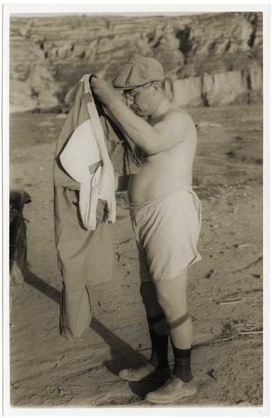 P. Jaffe searching for lice, 1937
