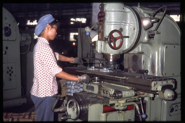 Shanghai tractor building factory: woman operating a machine, June 1978