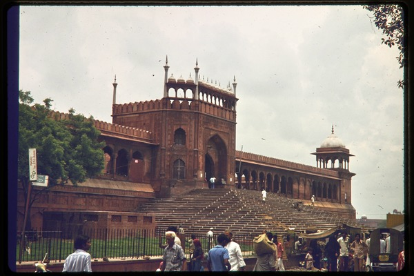 Street scene outside stairway and entrance to the Red Fort, ca. July 1978