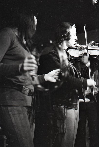 Linda Ronstadt at Paul's Mall: Ronstadt performing with Gib Guilbeau on fiddle, ca. November 1970
