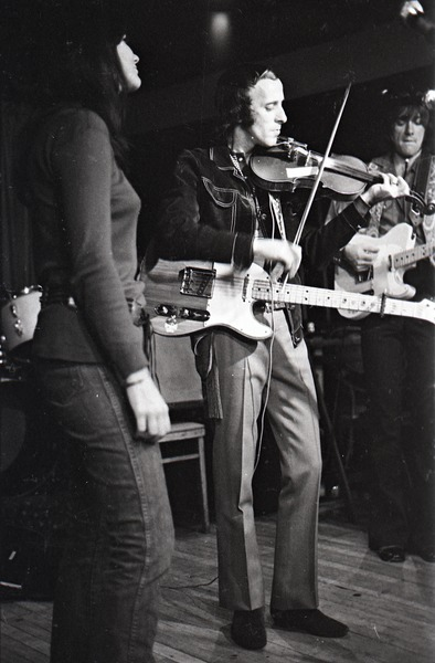 Linda Ronstadt at Paul's Mall: Ronstadt performing with Gib Guilbeau on fiddle and John Beland on guitar, ca. November 1970