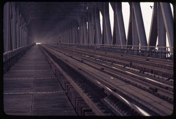 Railroad level of Yangtze River Bridge, March 23, 1977