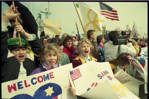 Crowd cheering as the USS Roberts returns from Persian Gulf War duty, ca. March 28, 1991
