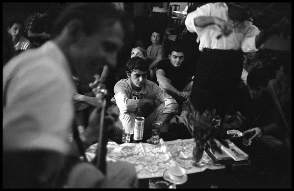 Musicians jamming backstage, Newport Folk Festival, July 1963