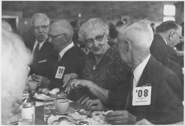Class of 1908 alumni dine during a reunion, ca. 1958