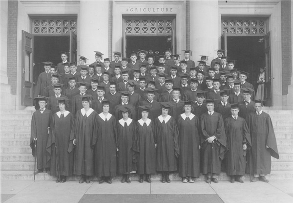 Class of 1923 on steps of Stockbridge Hall, ca. June 1923